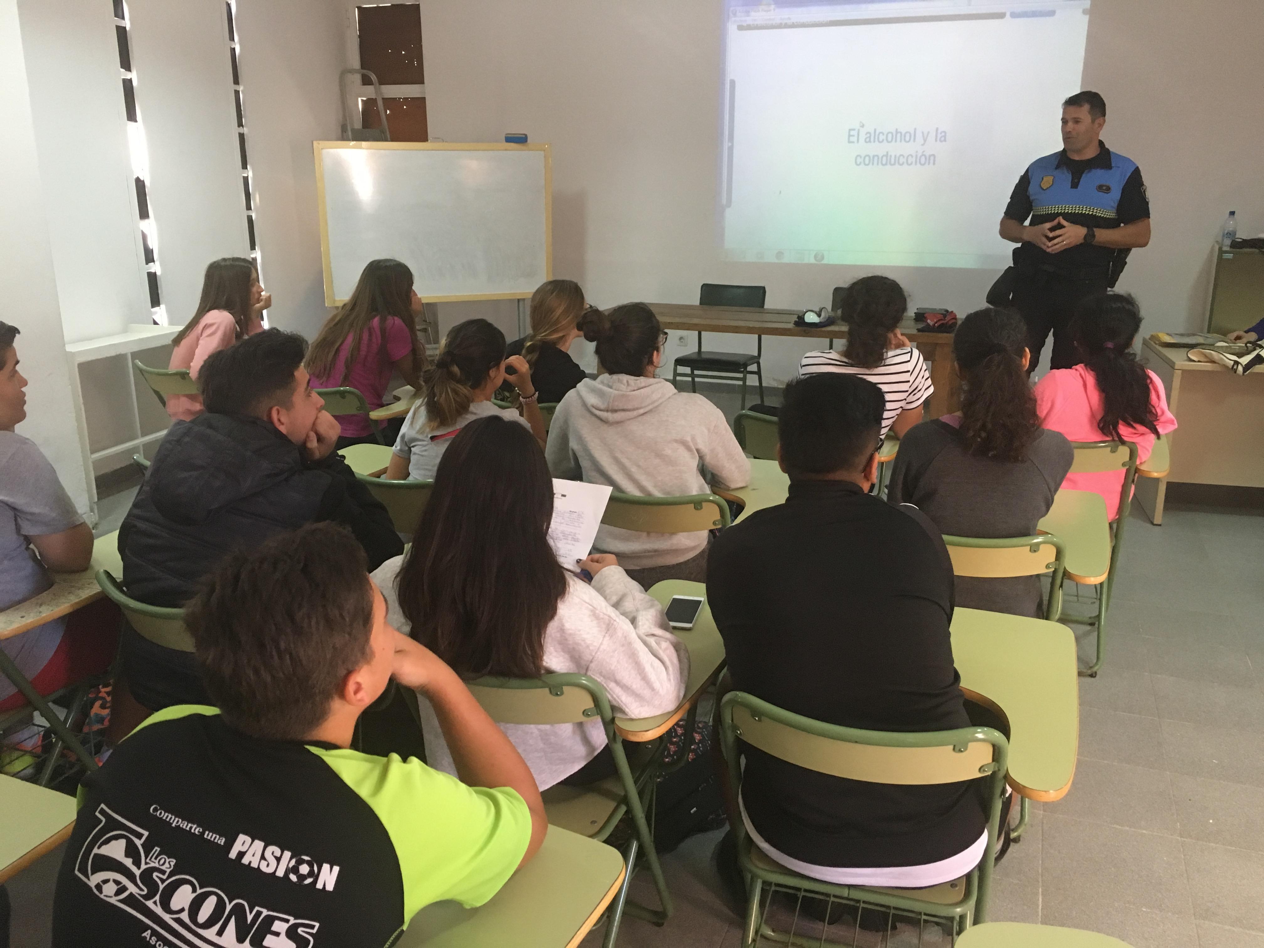 """Presentación del Programa """"Con las drogas, tú decides"""" en los institutos de La Oliva"""