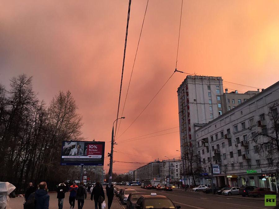 Cielo rojo en Moscú
