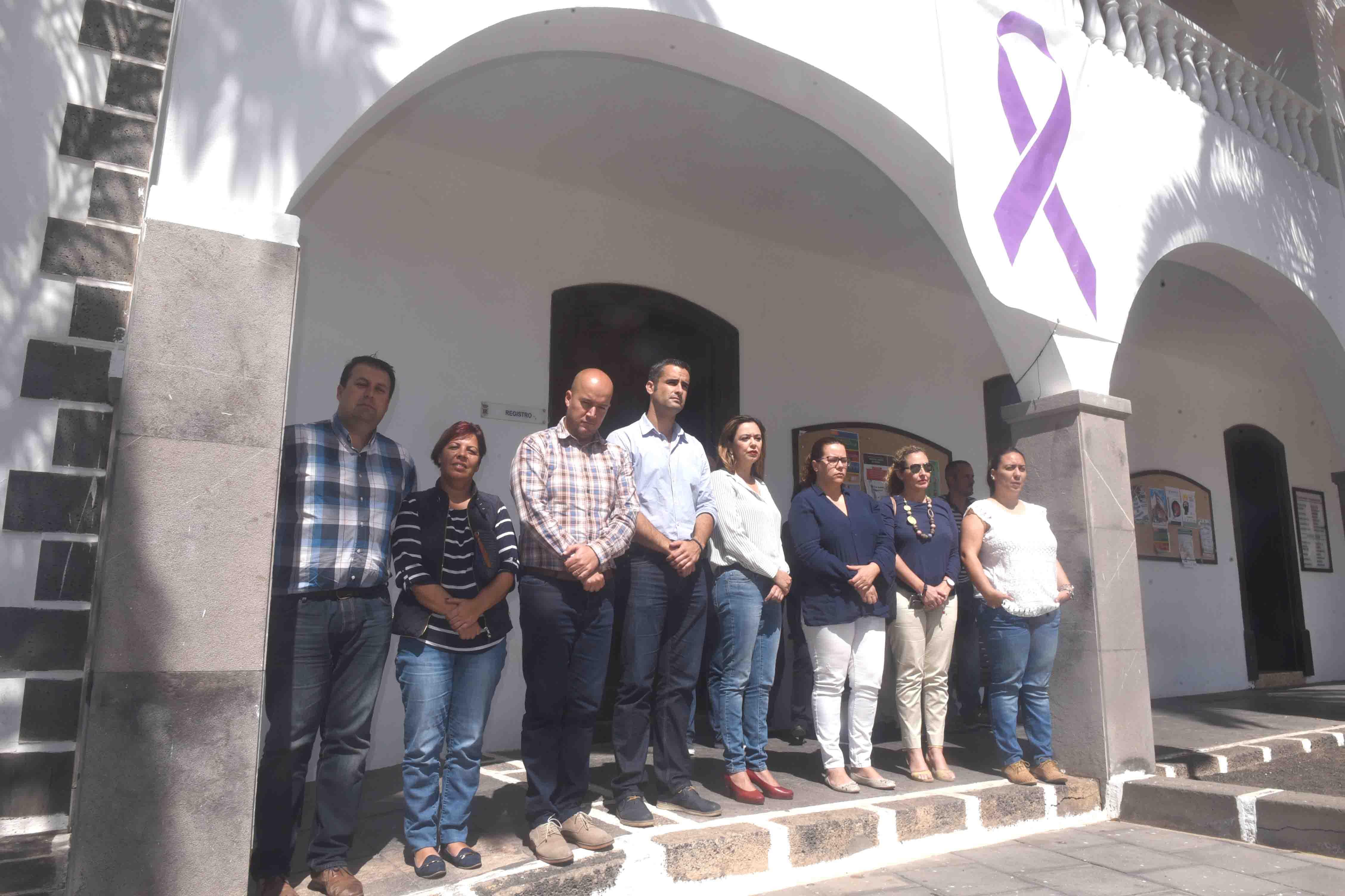 Minuto de silencio en el Ayuntamiento de San Bartolomé