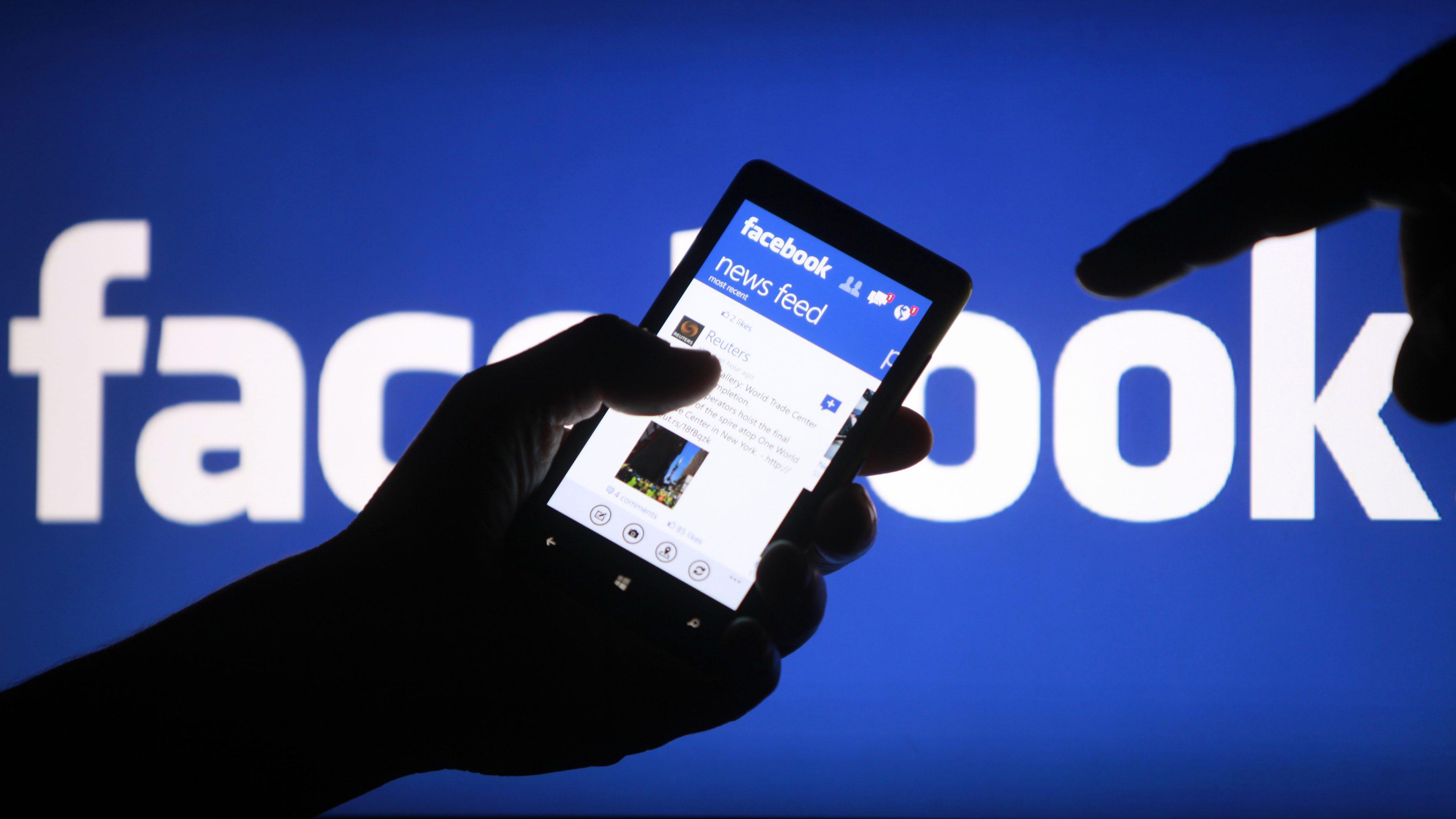 Móvil usando Facebook