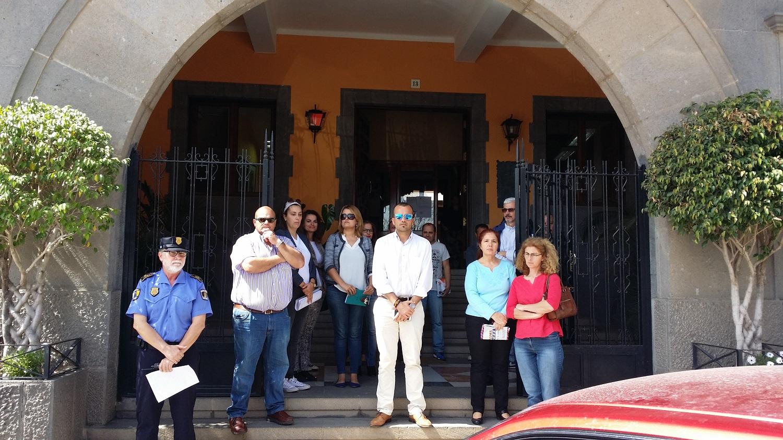 Minuto de silencio en el Ayuntamiento de Santa Brígida