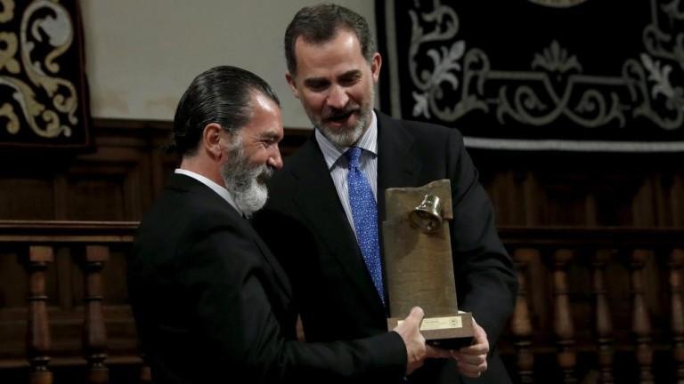 Felipe VI entrega el premio Camino Real a Antonio Banderas