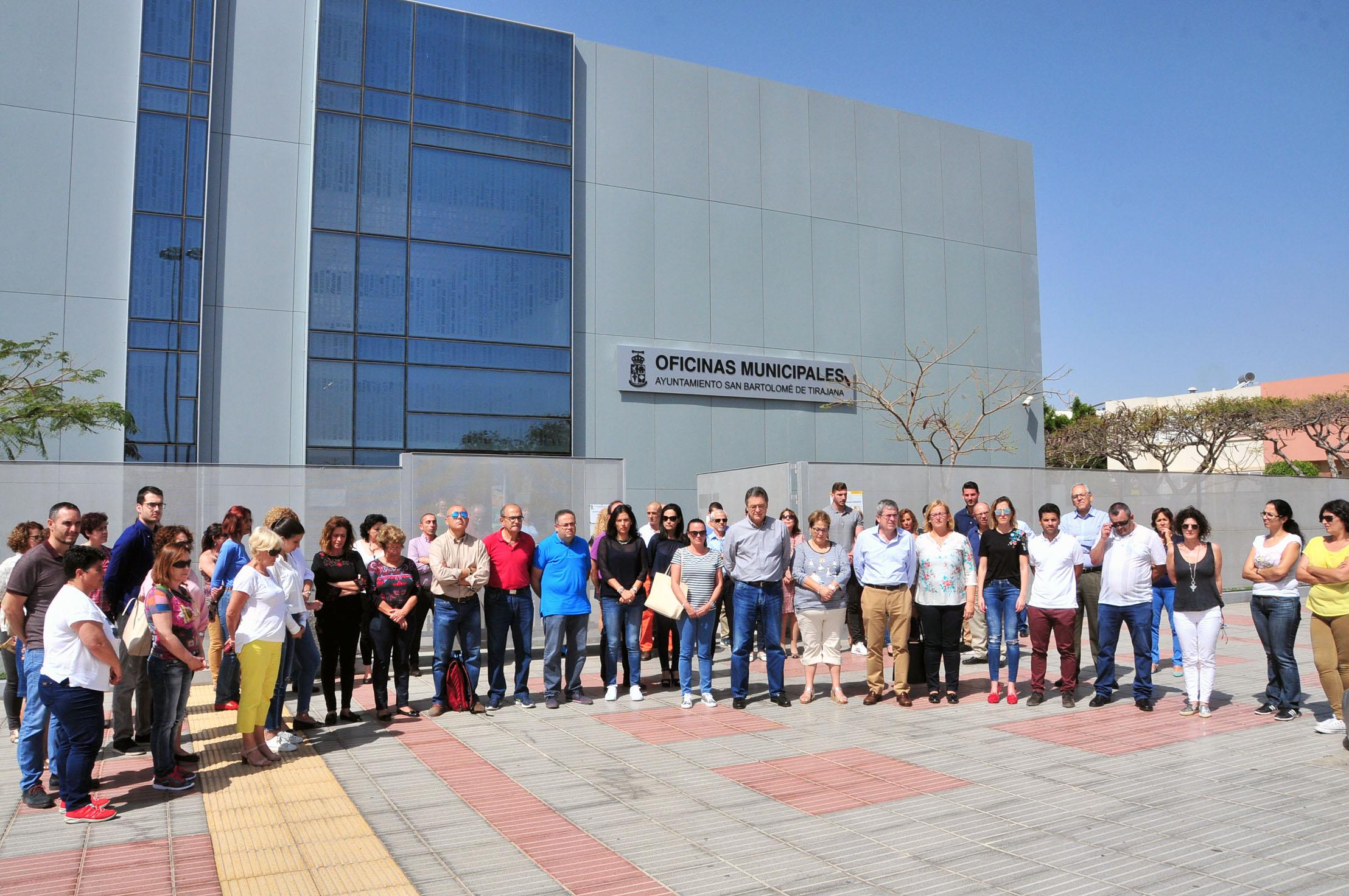 Minuto de silencio en el Ayuntamiento de San Bartolomé de Tirajana