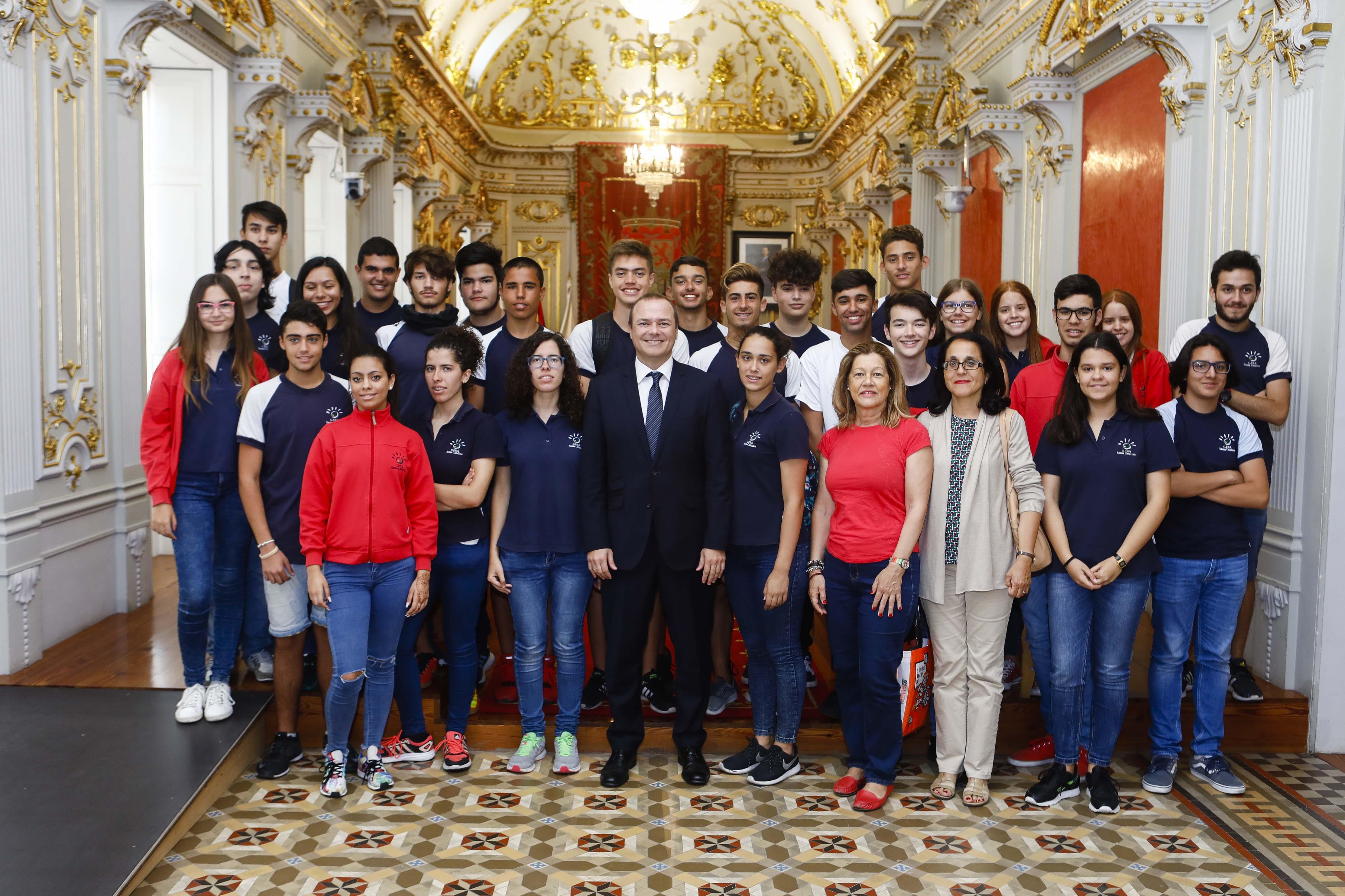 Alumnos con alcalde Augusto Hidalgo