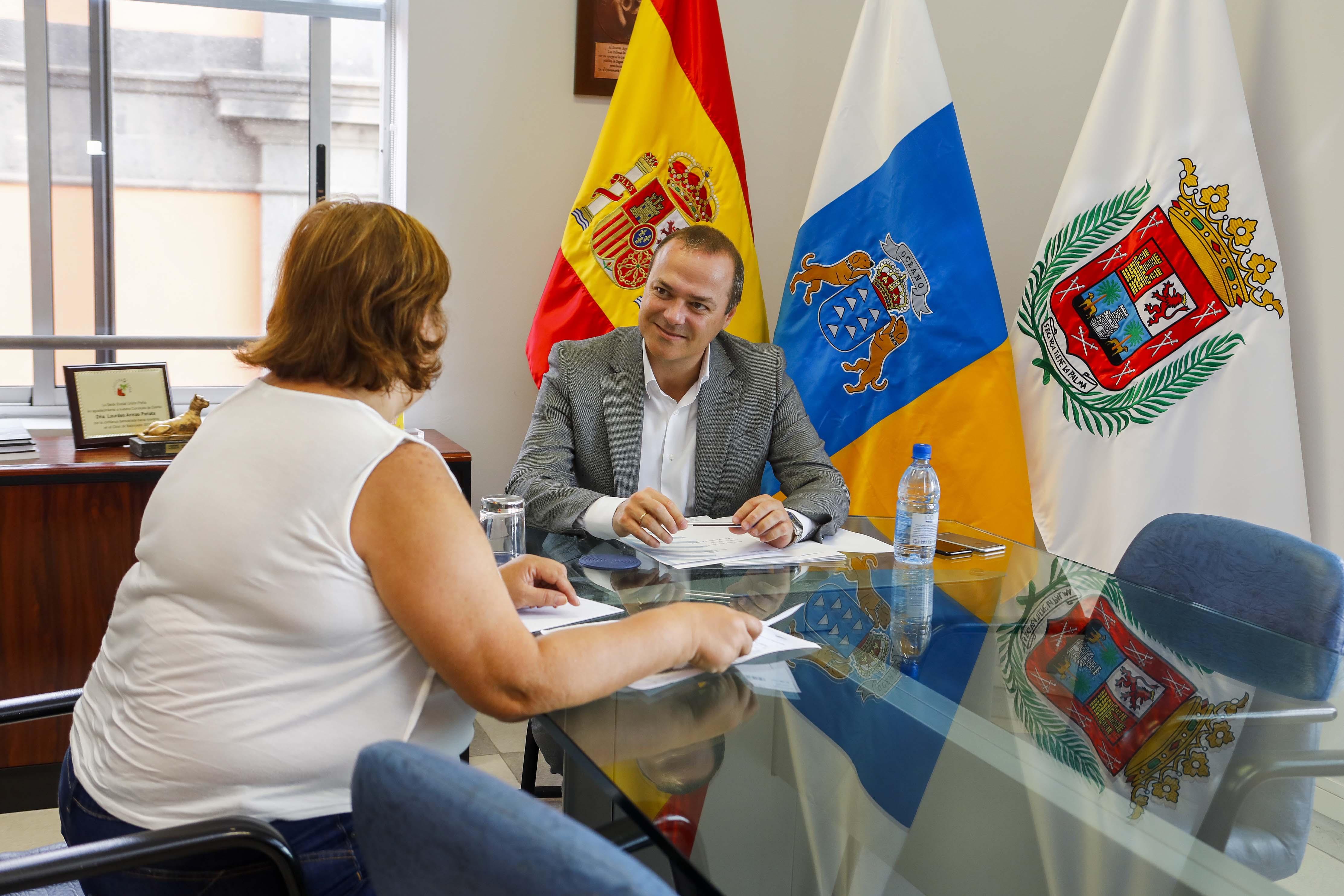 El alcalde Augusto Hidalgo reunido con vecinos