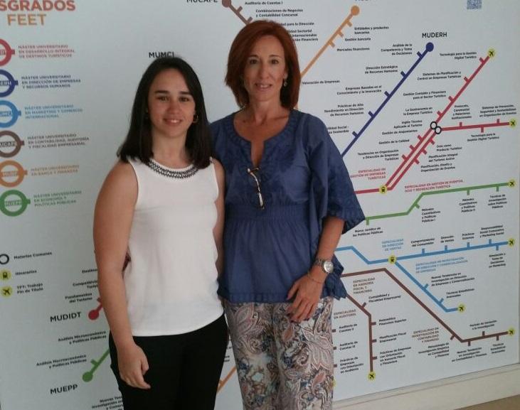Andrea Guillén (izquierda) junto con la Vicedecana del Grado de Administración y Dirección de Empresas, María Victoria Ruiz Mallorquí