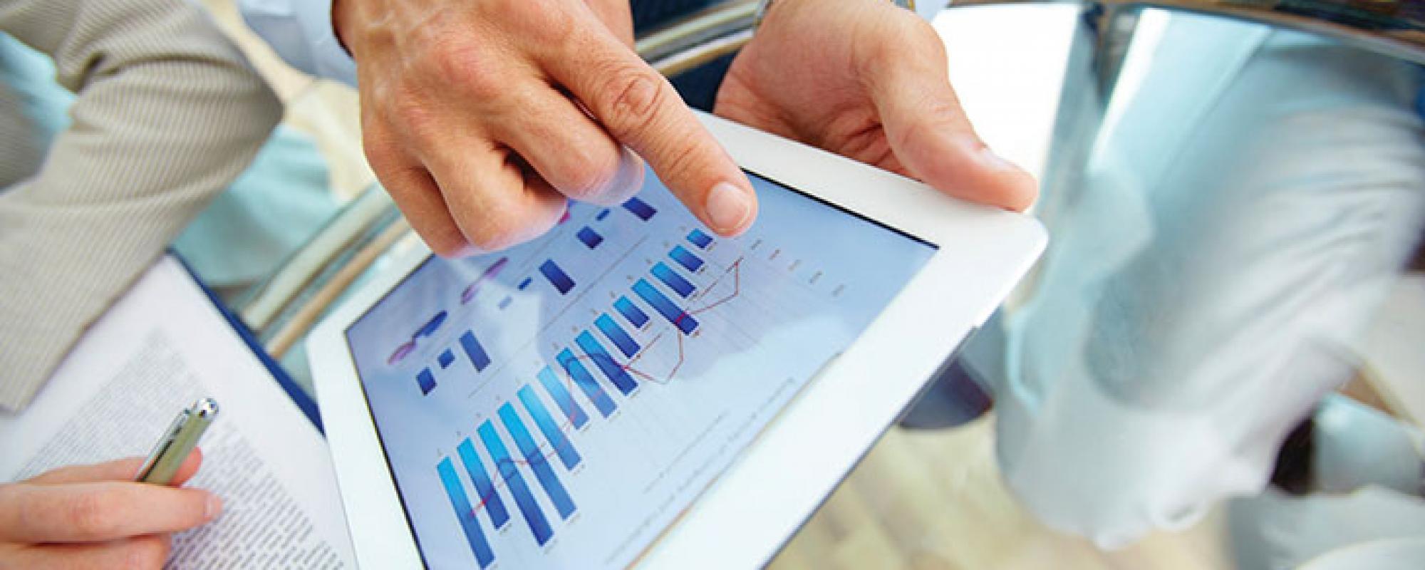 Una tablet con gráficos