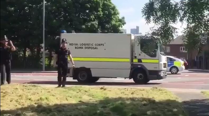 Policías en un colegio de Manchester