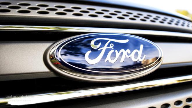 Logo de Ford en un coche