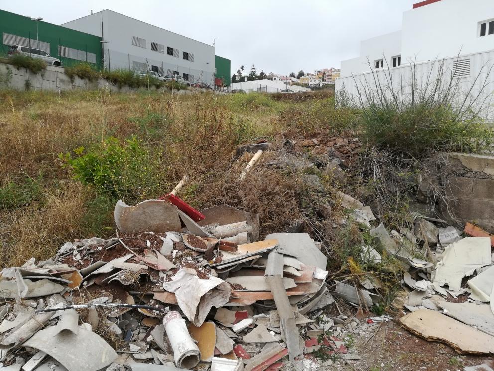 Vertido de materiales peligrosos para la salud en Firgas