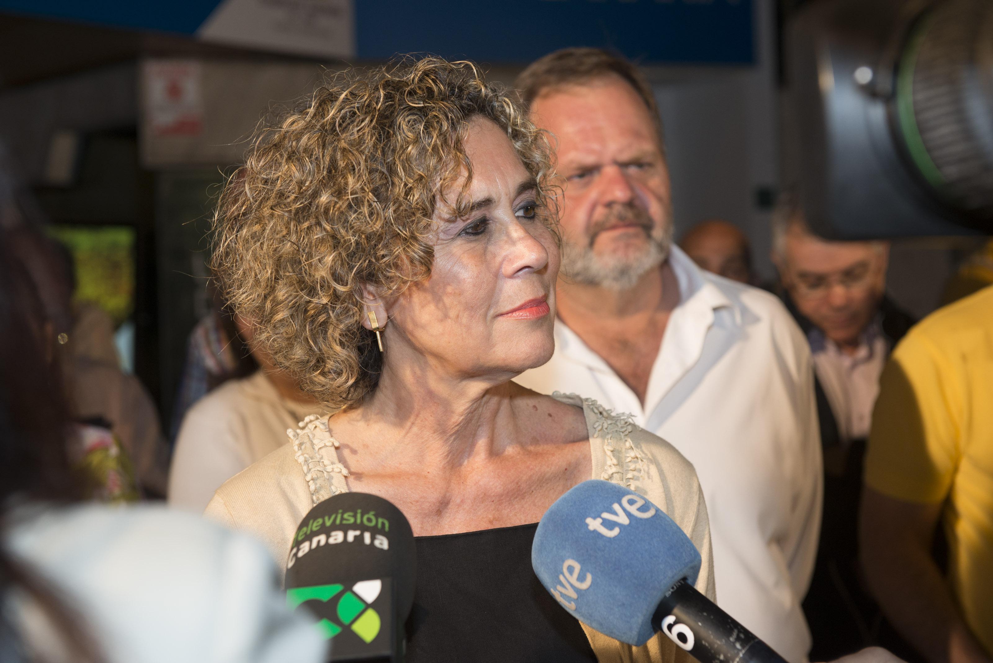 María del Mar Julios con periodistas