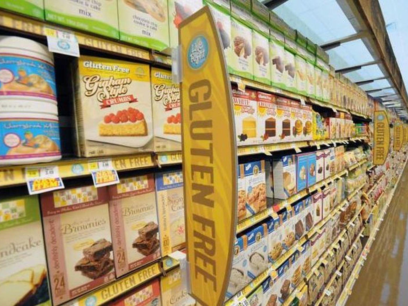 Estante de un supermercado con alimentos sin gluten