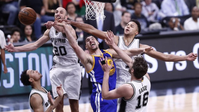 Partido entre Los Warriors y San Antonio