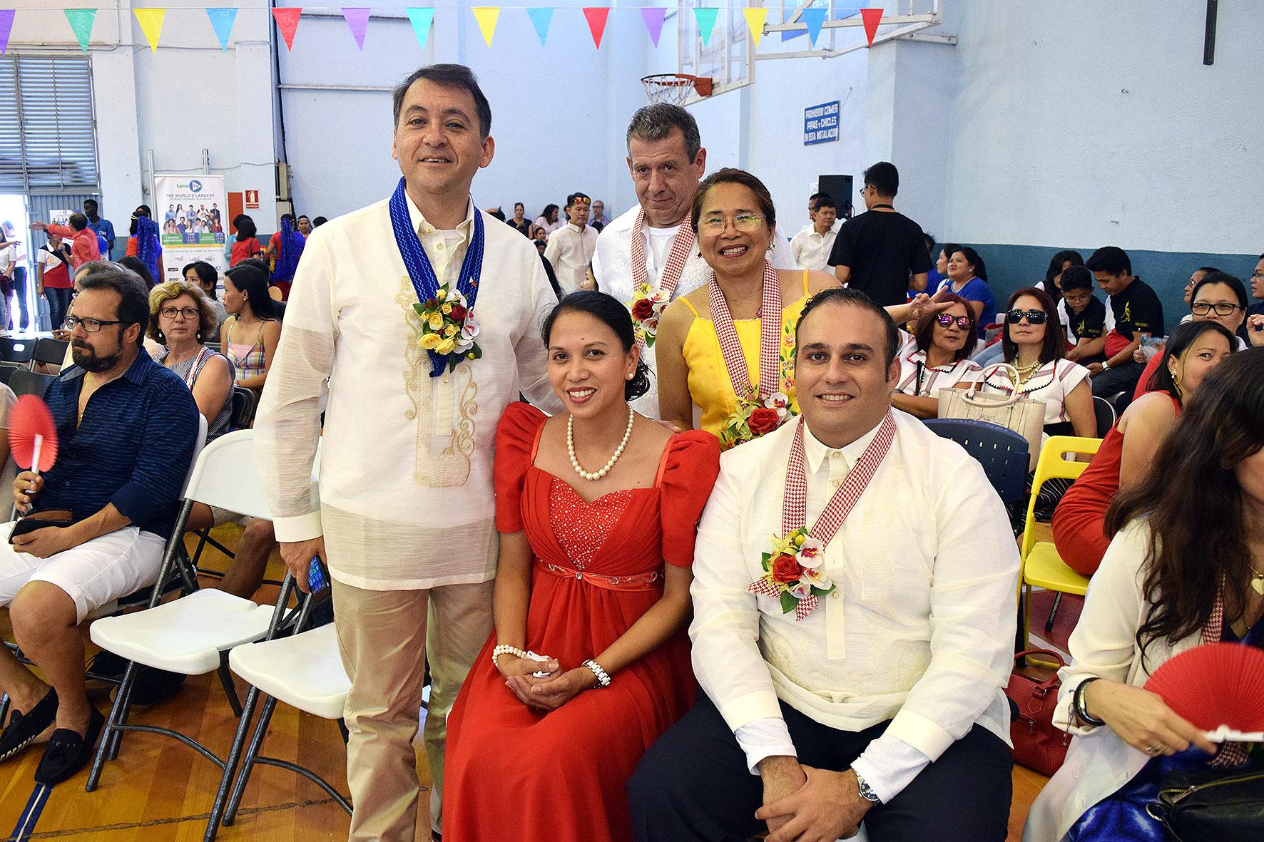 El alcalde de Santa Cruz de Tenerife, José Manuel Bermúdez en la fiesta filipina