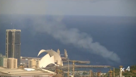 Chimenea con humo en Santa Cruz de Tenerife