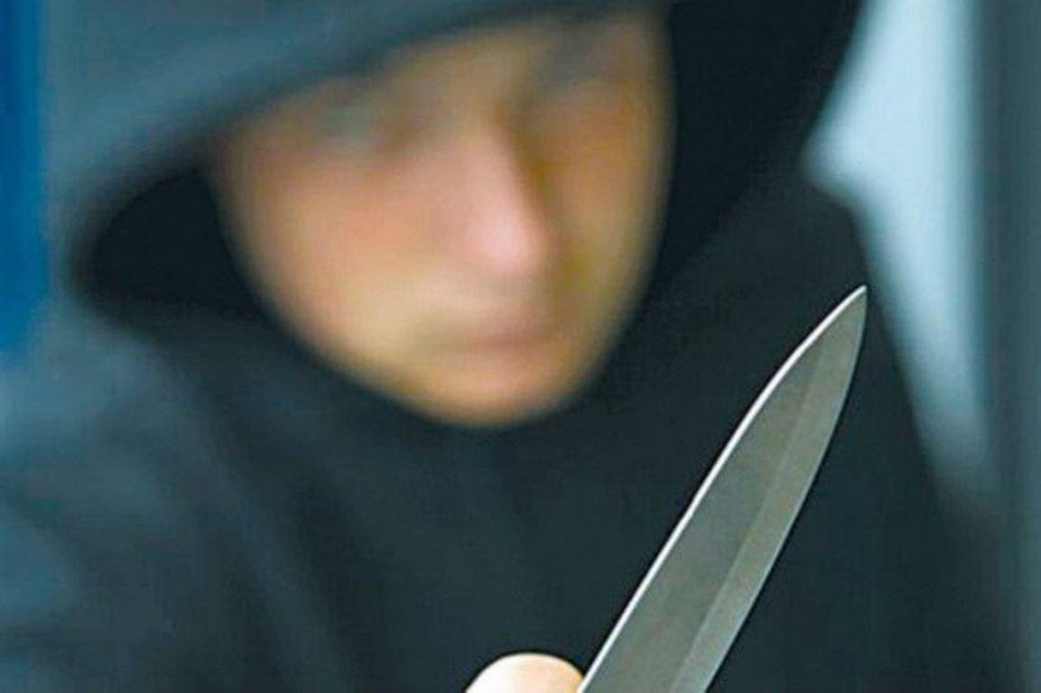 Un hombre con un cuchillo