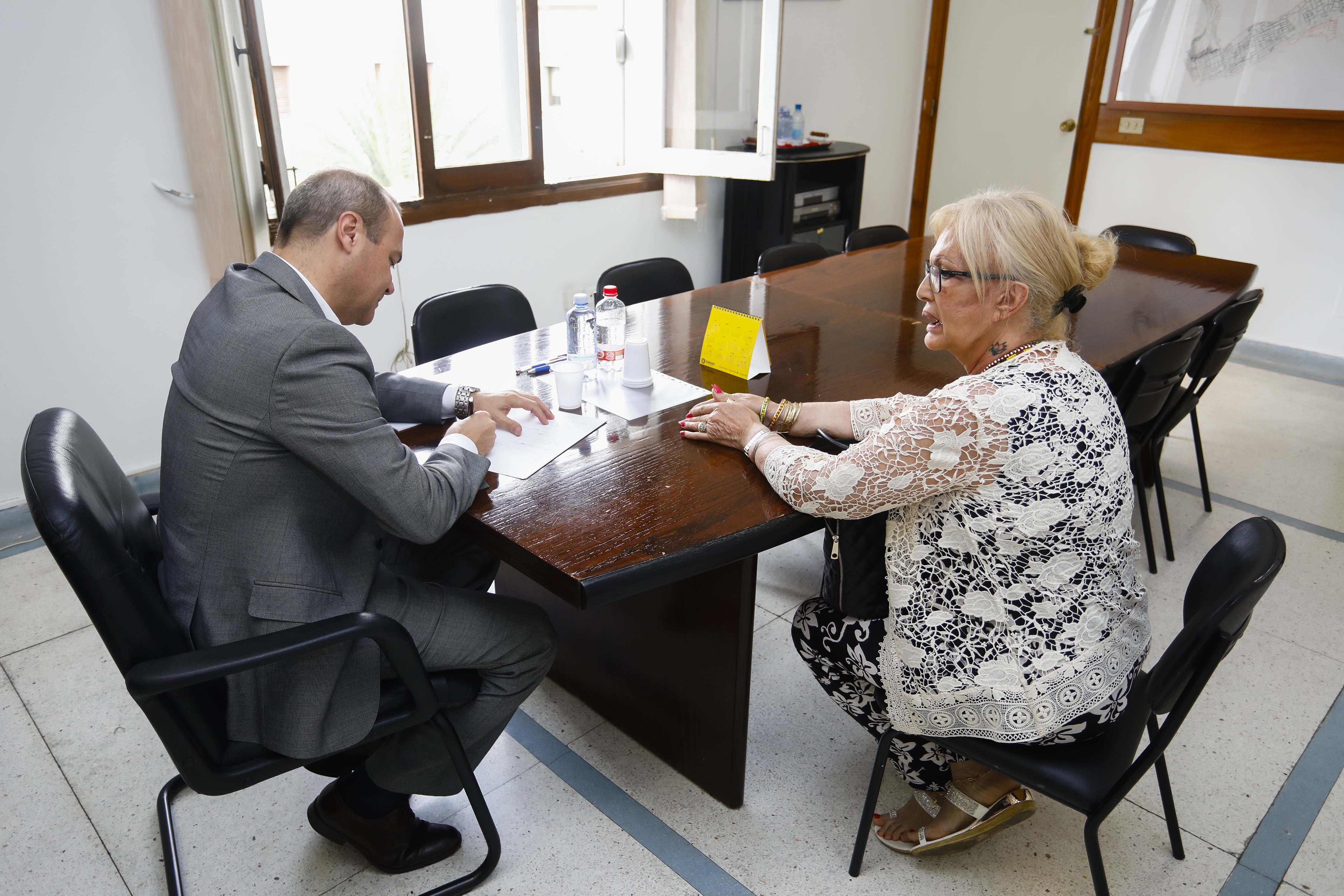 El alcalde de Las Palmas de Gran Canaria, Augusto Hidalgo reunido con vecinos