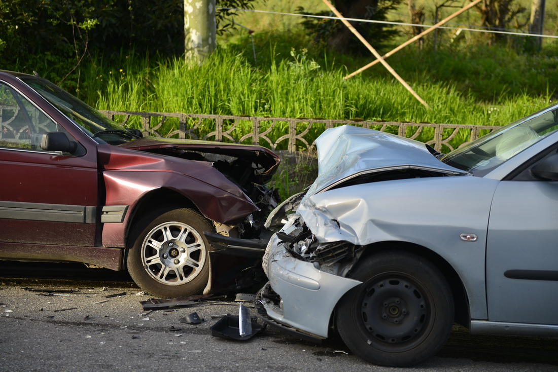Accidente de tráfico entre dos coches
