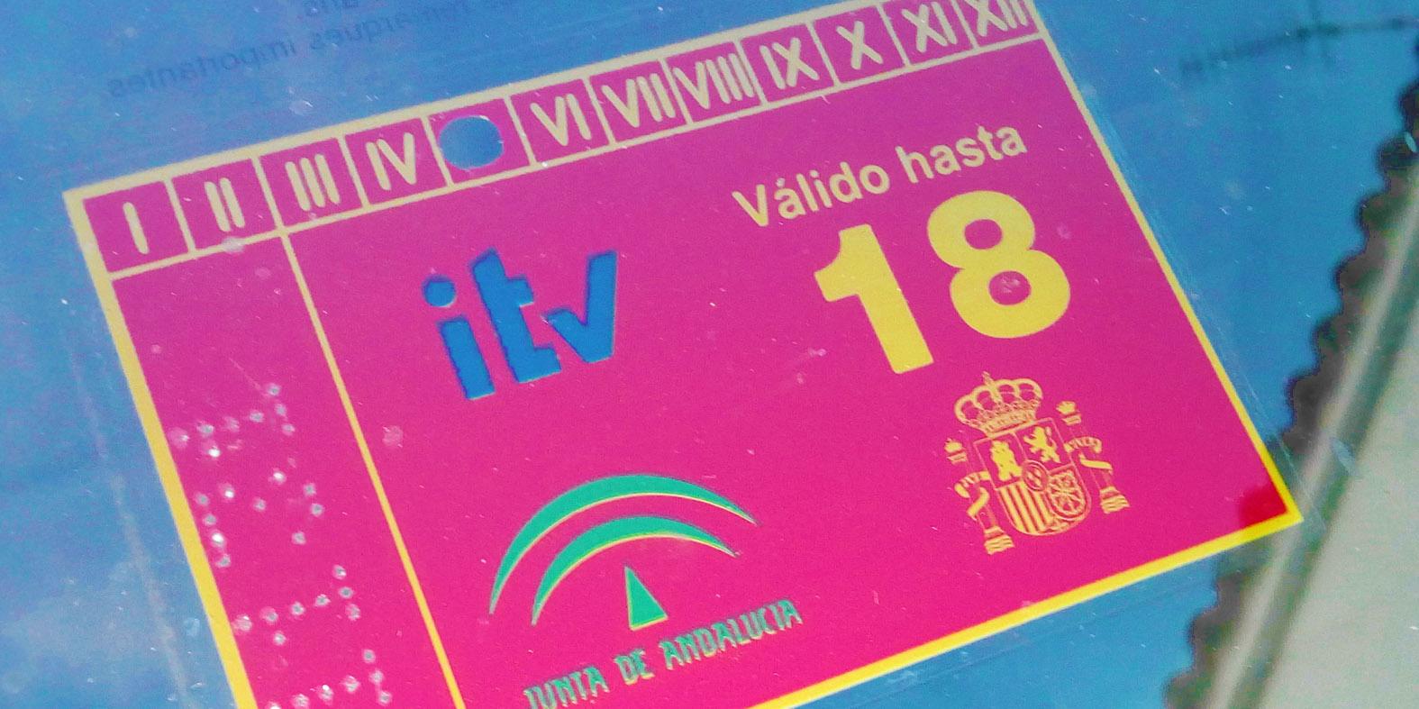 Pegatina de la ITV de un vehículo