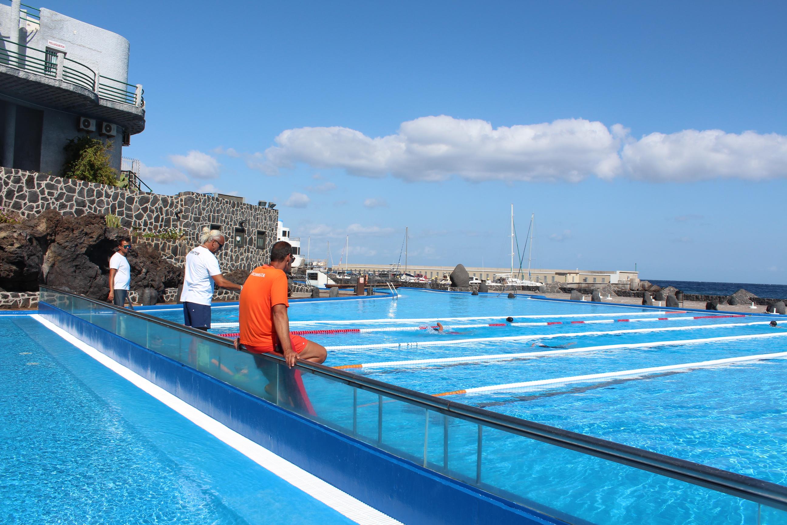Se ampl a el horario de la piscina municipal de candelaria for Alberca 8 de julio