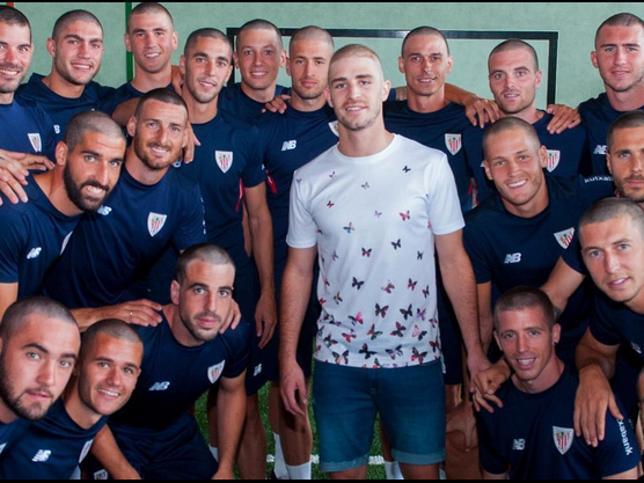 Jugadores del Athletic de Bilbado con la cabeza rapada
