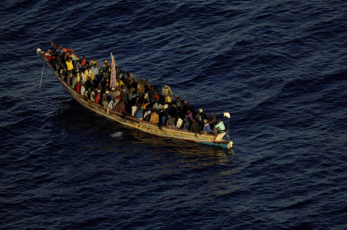 Salvamento rescata a 105 personas en un cayuco a 216 kilómetros de Canarias