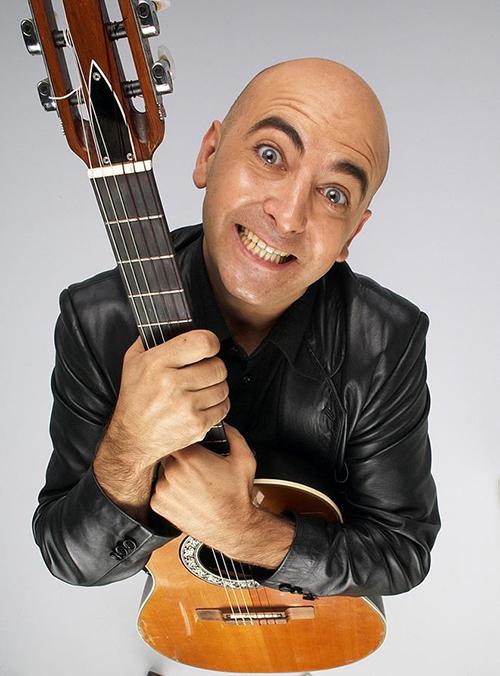 El hilarante cantautor Riki López trae a la SIT su nuevo espectáculo