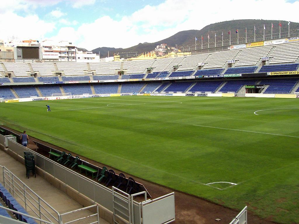 El Reus rompió la racha del Tenerife de 26 partidos consecutivos sin perder en el Heliodoro