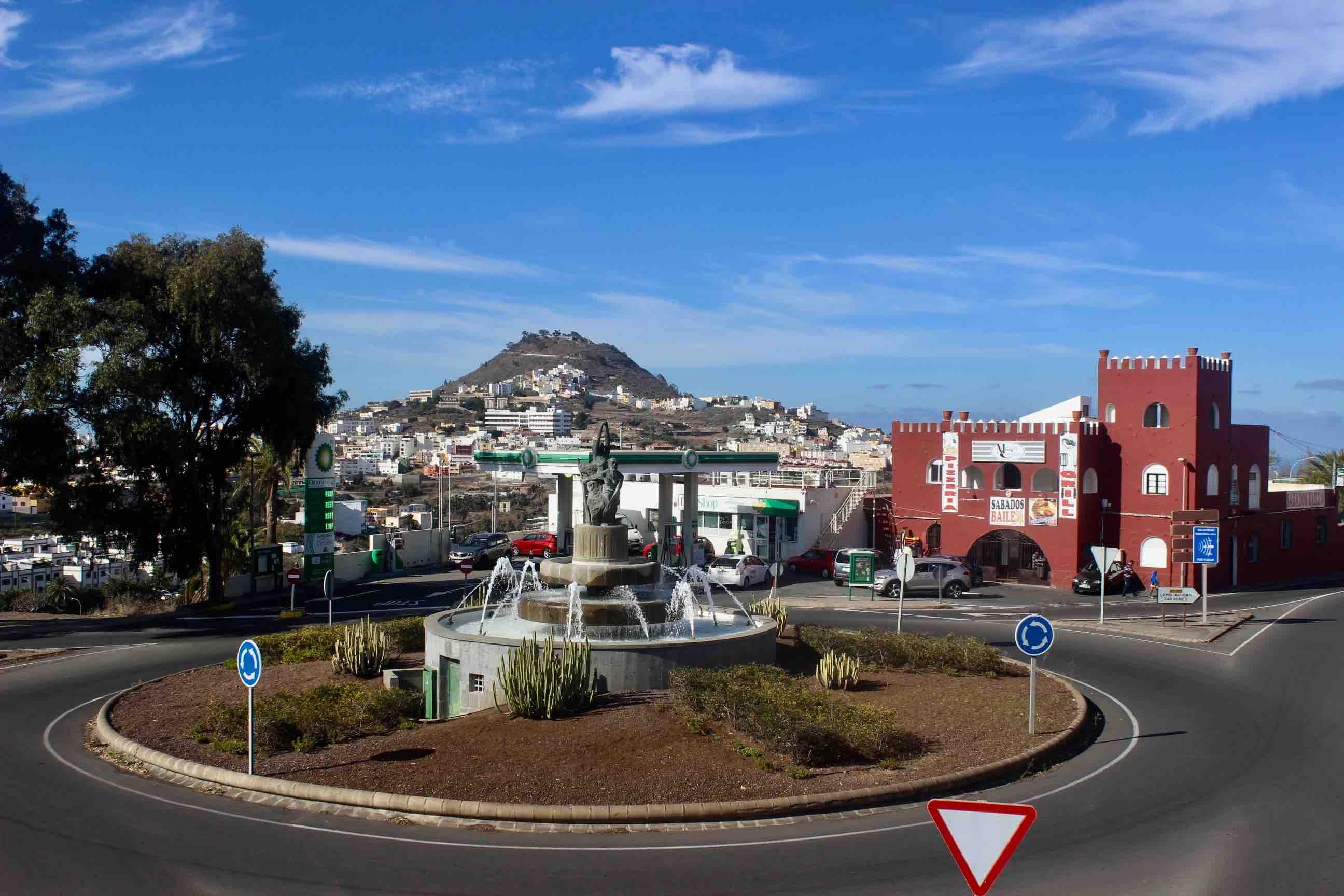 Arucas continúa con su proyecto de recuperación de espacios públicos con la puesta en marcha de dos de sus fuentes más emblemáticas