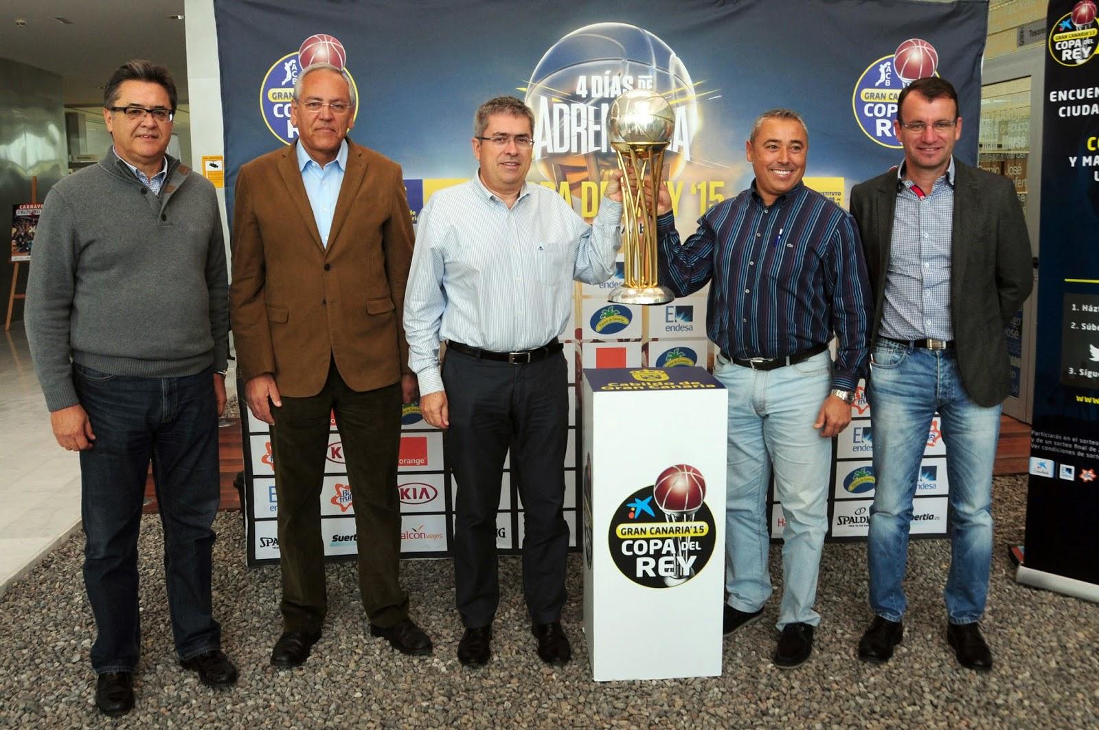 El trofeo de la Copa del Rey, en el Estadio de Maspalomas