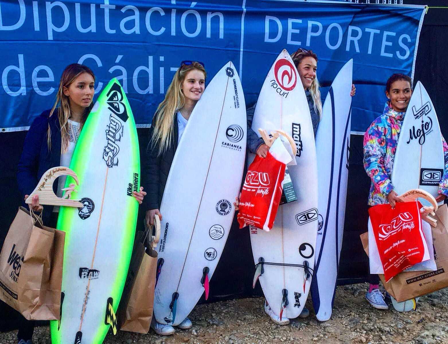 Melania Suárez revalida su triunfo en el Open La Yerbabuena Ion de surf