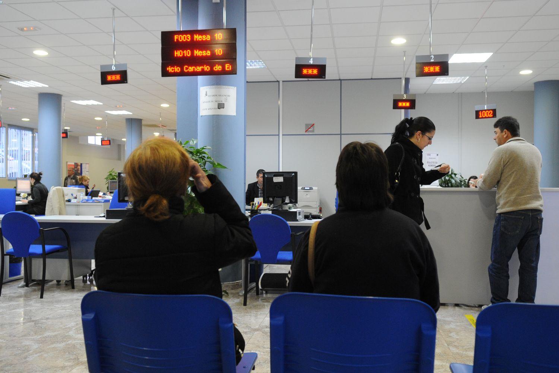 La seguridad social cierra 2017 con cotizantes m s for Oficina del paro barcelona