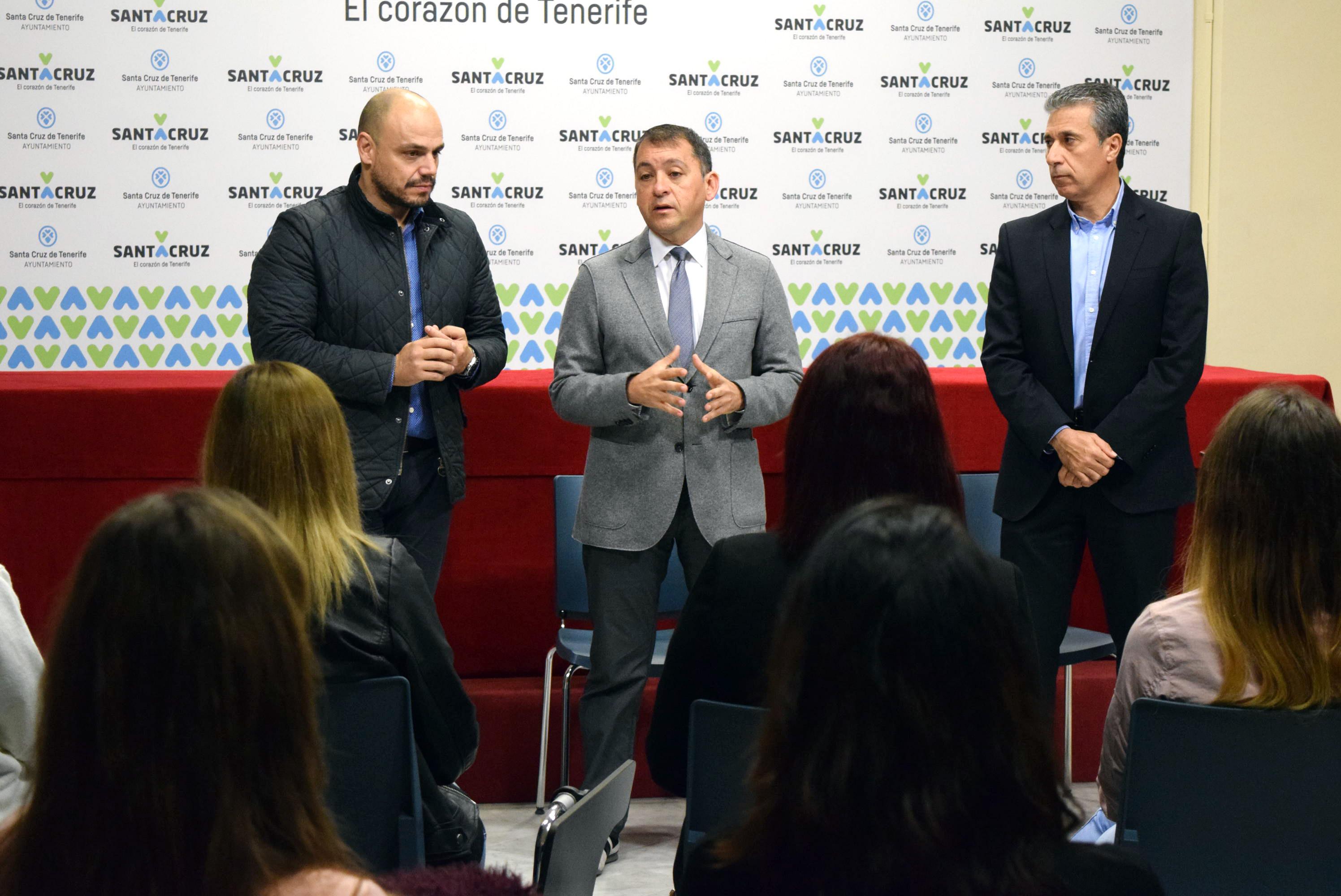 El alcalde anima a los futuros dinamizadores turísticos a contagiar pasión por Santa Cruz