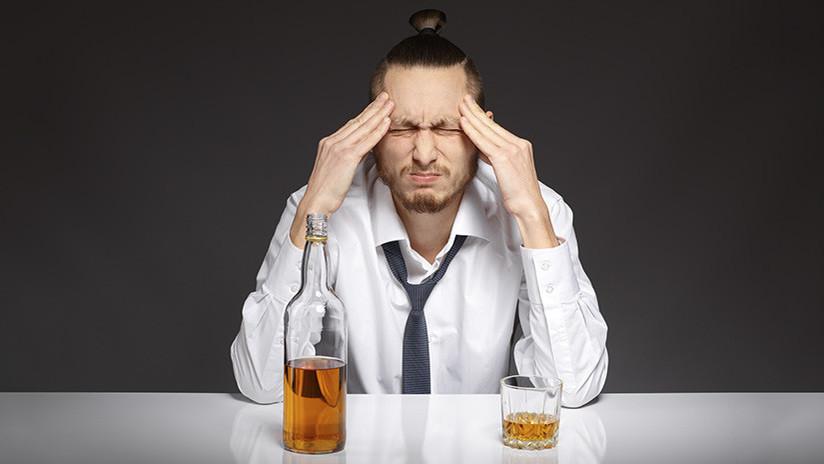 Consumir alcohol en exceso aumenta el riesgo de padecer demencia temprana