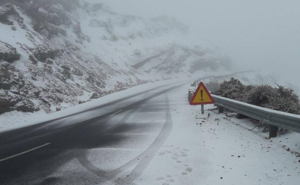 Cerrado el acceso al Roque de los Muchachos por la LP-4 por nieve en la vía