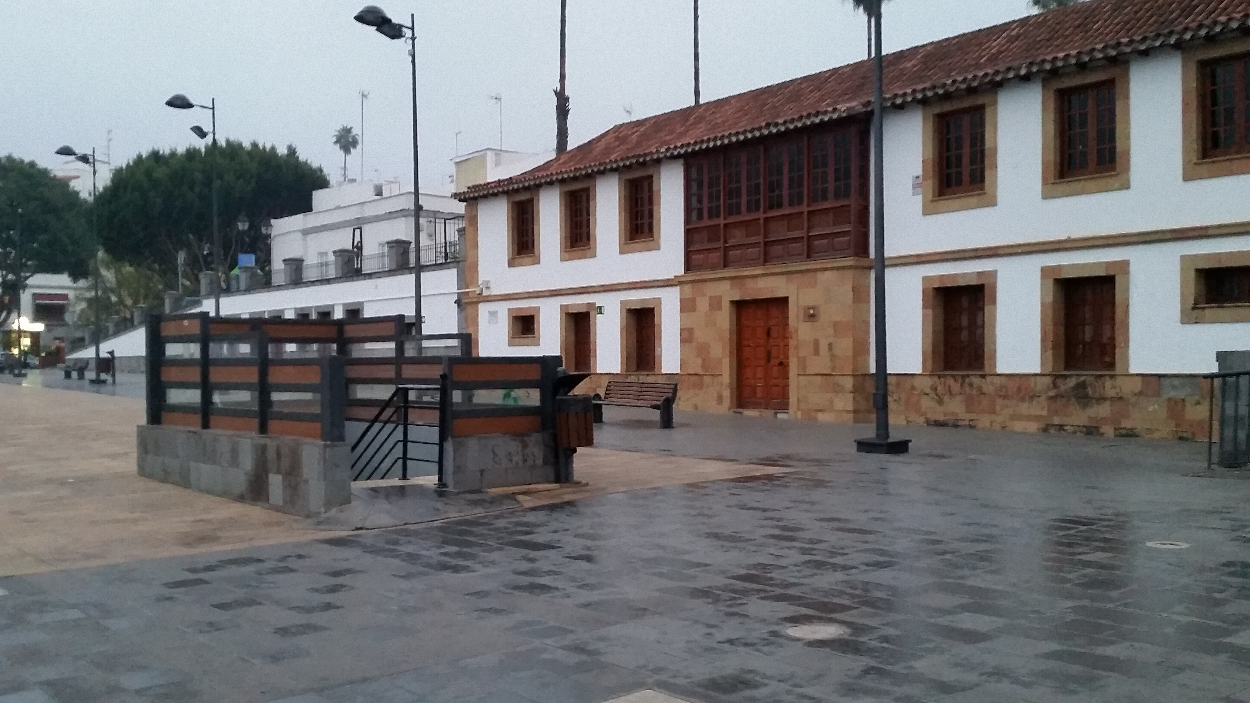 Cs exige al ayuntamiento de teror que instale una cubierta for Plaza de aparcamiento