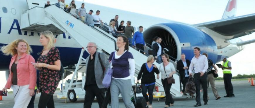 El Congreso pide ampliar del 50 al 75% el descuento en vuelos a la península