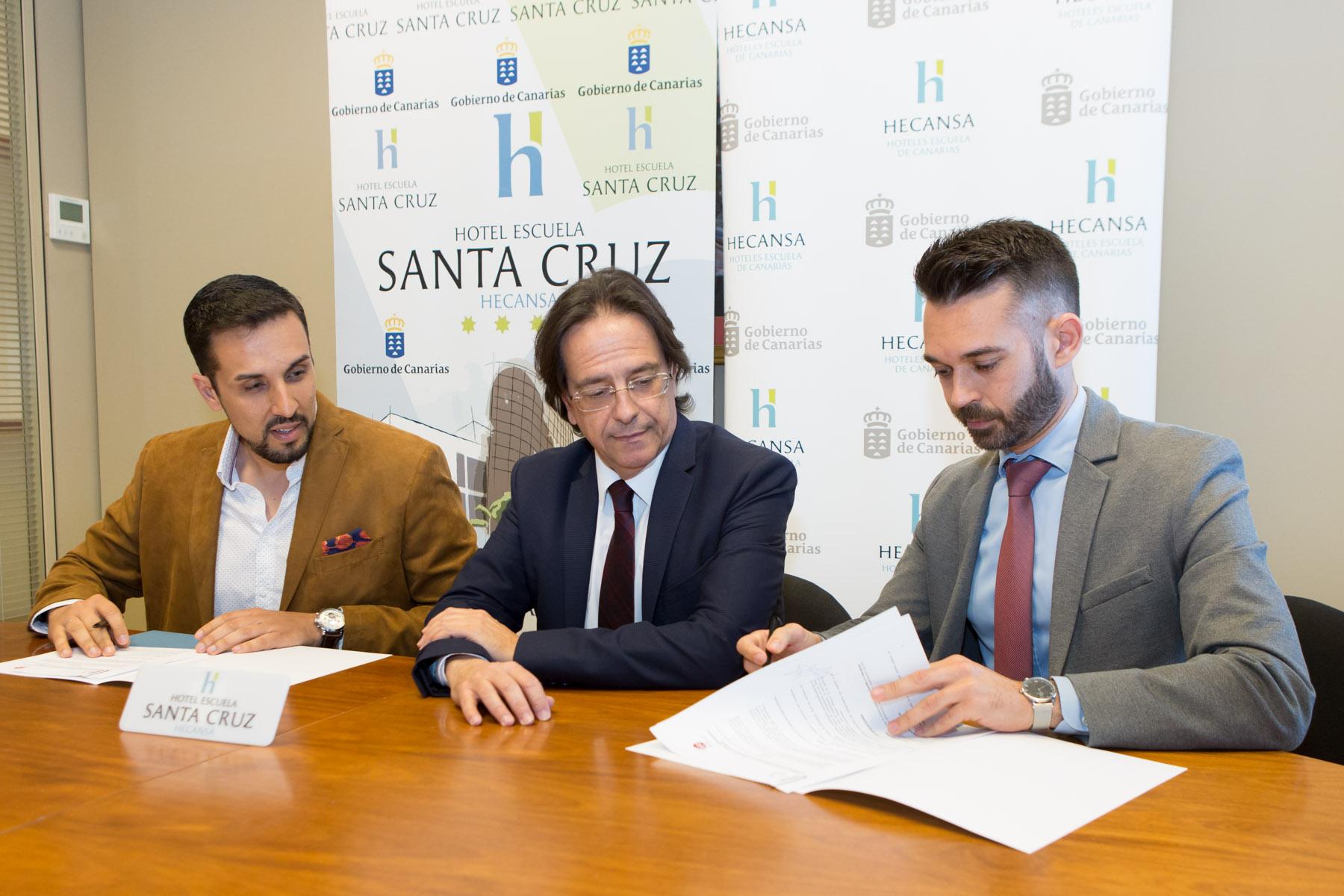 HECANSA firma un convenio con la Asociación de Jóvenes Empresarios tinerfeños
