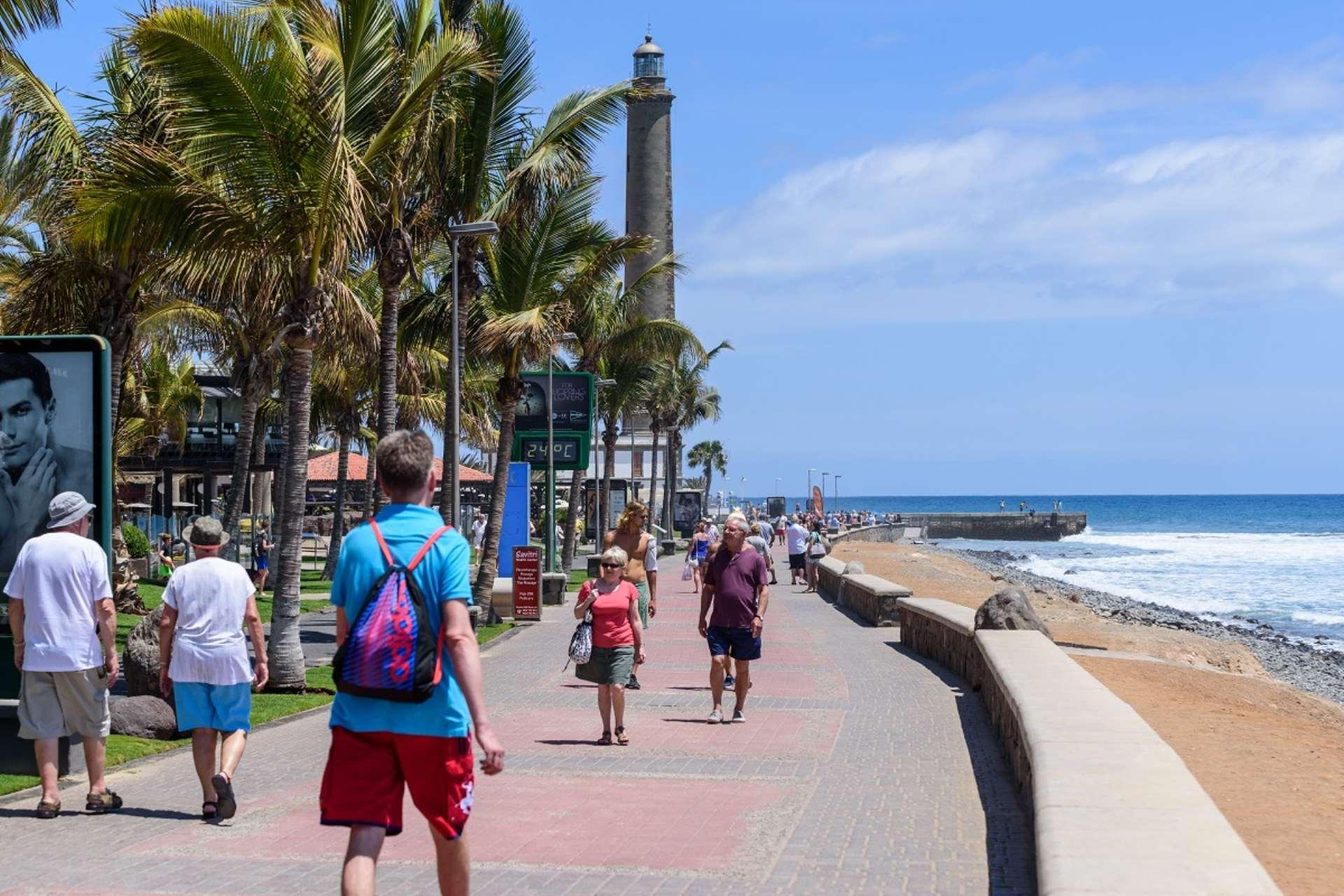 Más de 12 millones de los turistas que visitan Canarias son repetidores