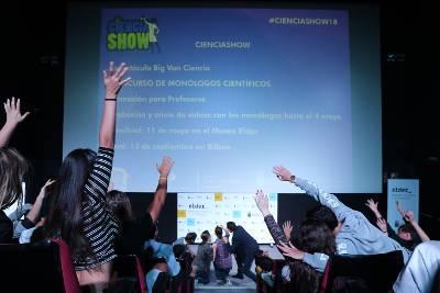 Más de 450 jóvenes escolares de Canarias conectan y aprenden con el espectáculo de Ciencia Show