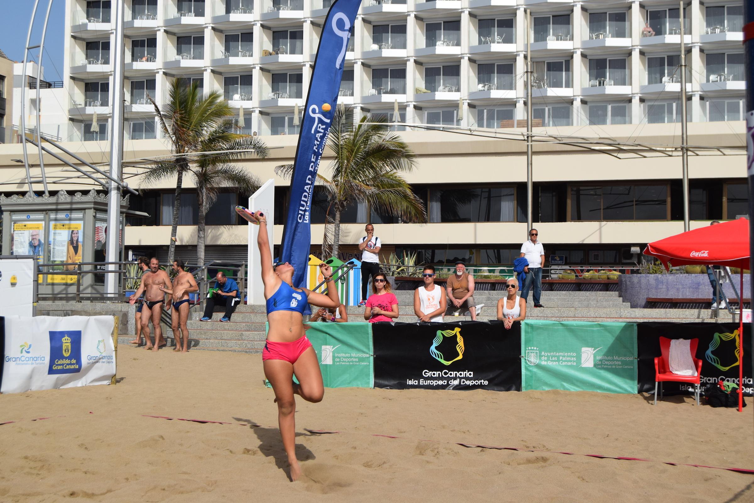 Omayra Farías y Grimanesa Santana, duelo local en la final individual femenina del ITF Beachtennis Gran Canaria 2018