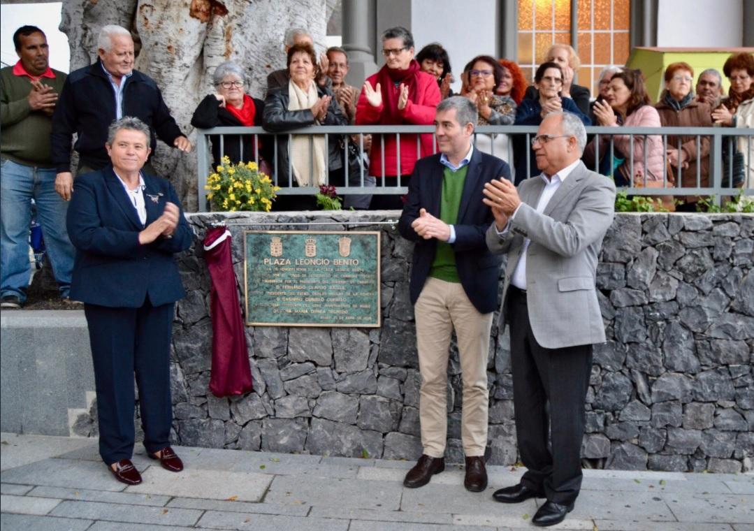 Fernando Clavijo y Casimiro Curbelo inauguran la plaza Leoncio Bento en Agulo tras su remodelación