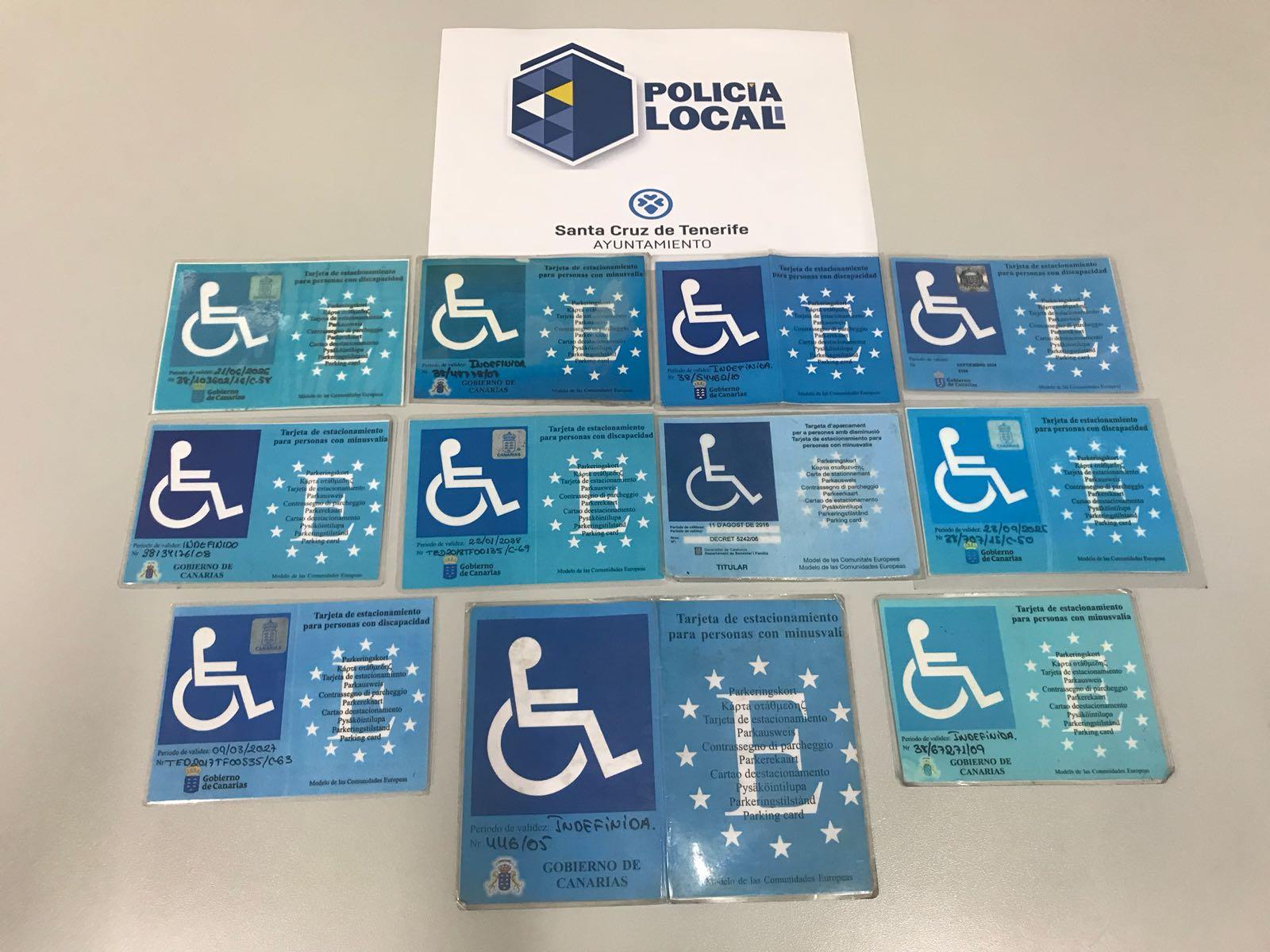 La Policía Local de Santa Cruz de Tenerife retira otras 14 tarjetas falsas para el uso de reservados de PMR