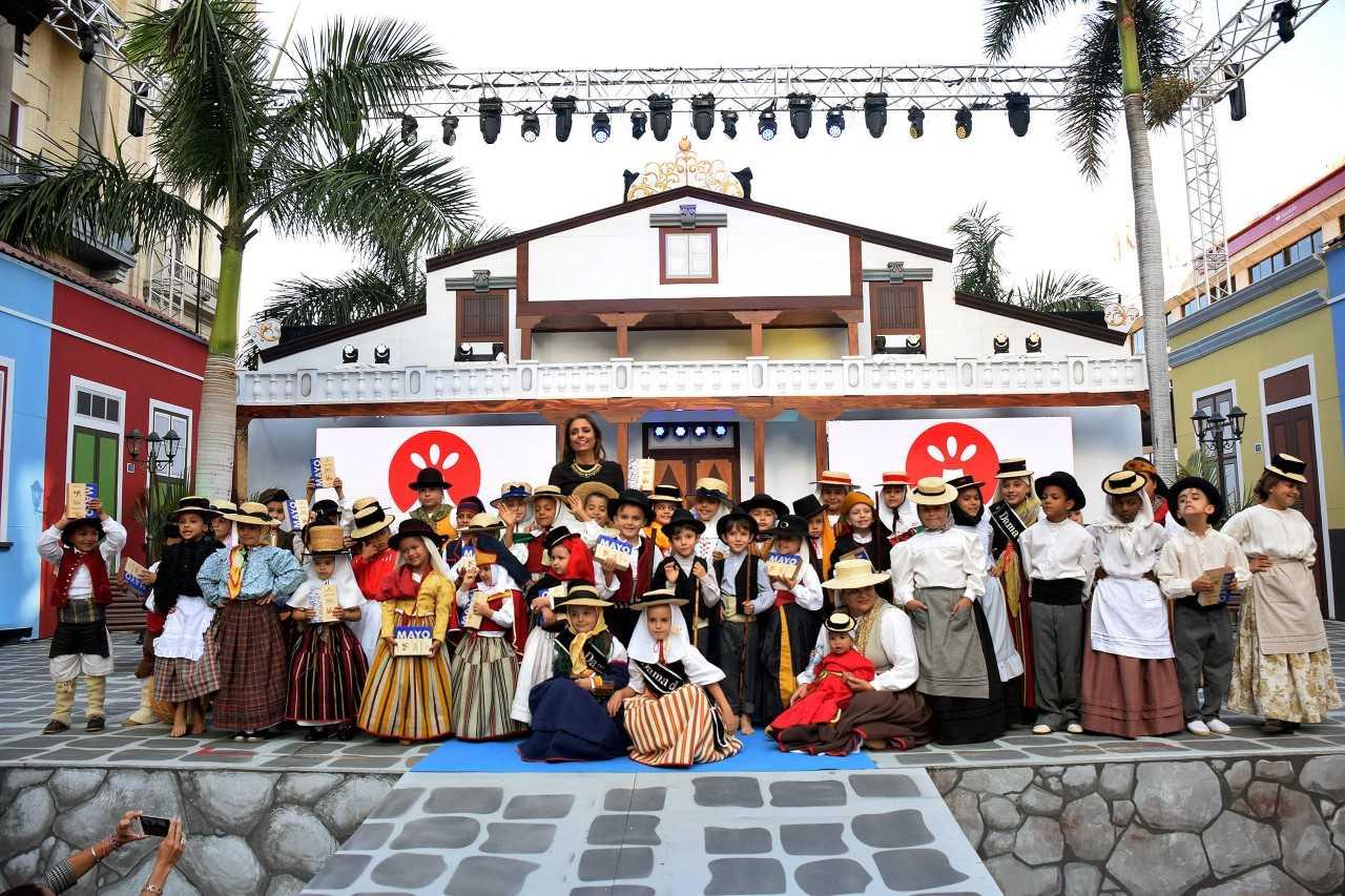 Alejandro Arteaga e Indira Portugués ganan el Concurso Infantil de Trajes Tradicionales