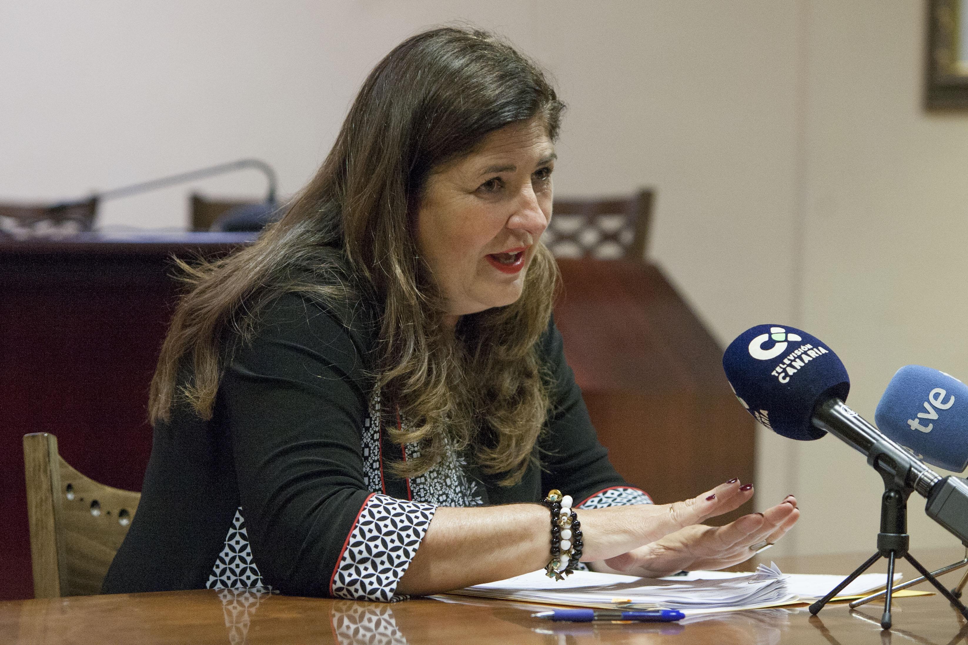Belén Allende anuncia la vuelta del buque Volcán de Tirajana en la ruta de Tenerife