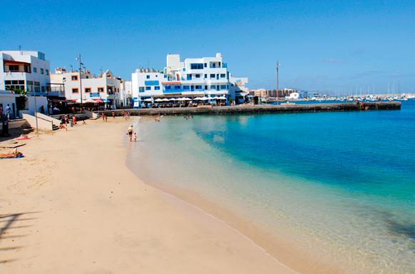 La Oliva vuelve a cerrar al baño la playa del Muelle Chico de Corralejo