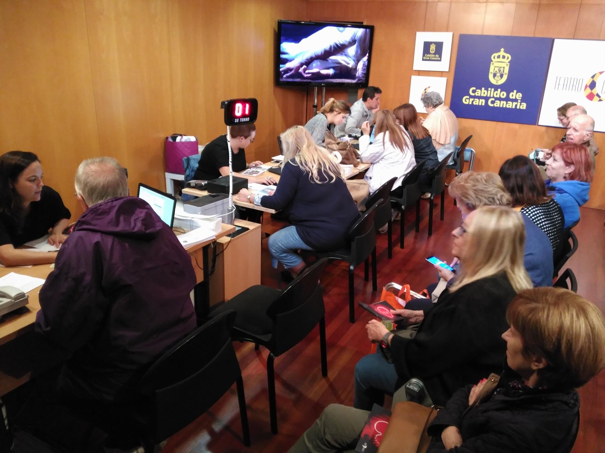 Gran acogida de los abonados a la nueva programación del Teatro Cuyás