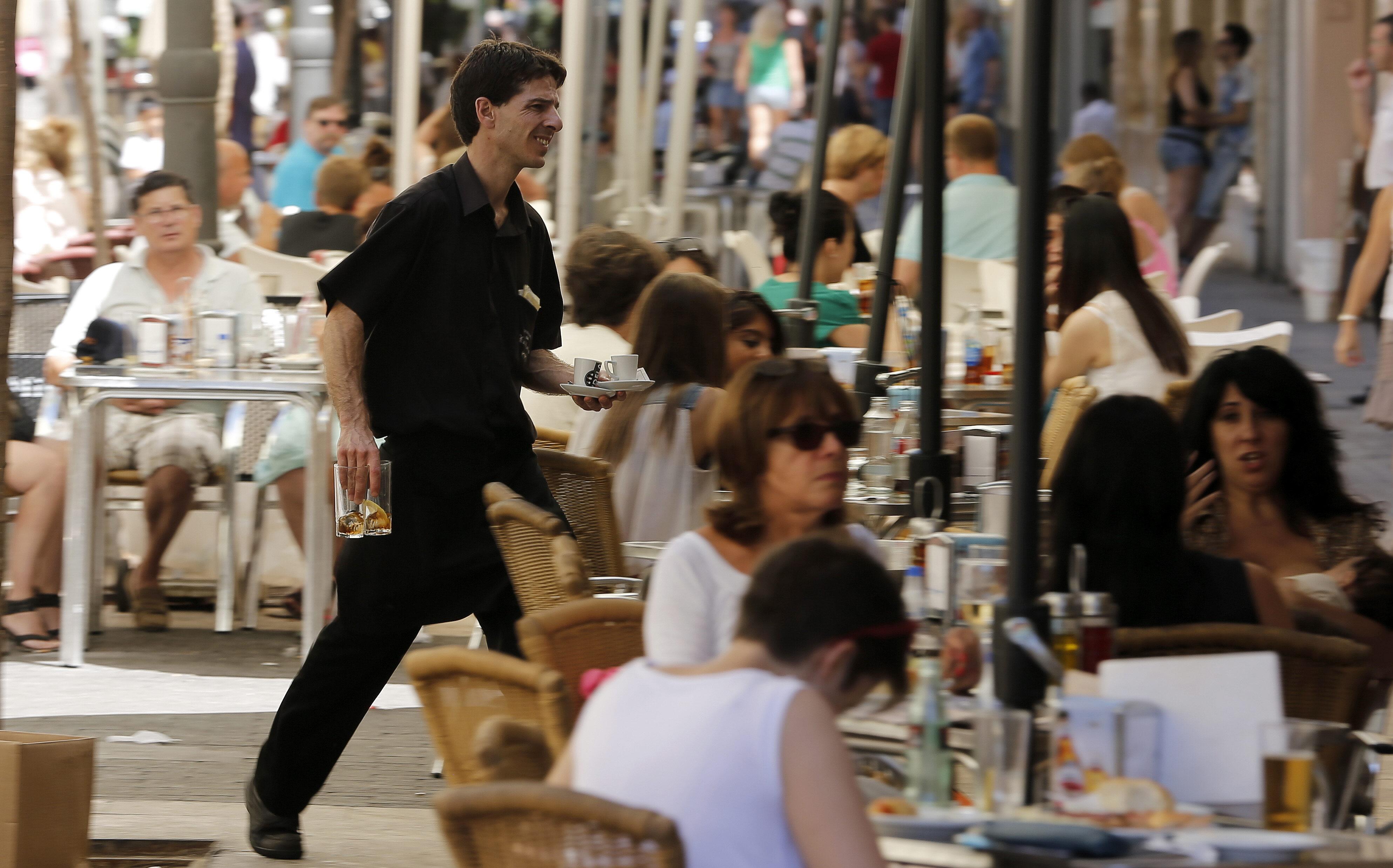 La cifra de negocios del sector servicios sube un 6,6% en abril en Canarias