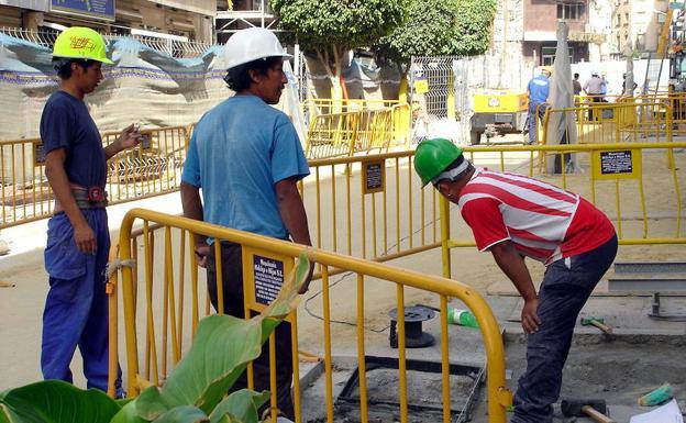 La ocupación extranjera baja un 0,4% en Canarias