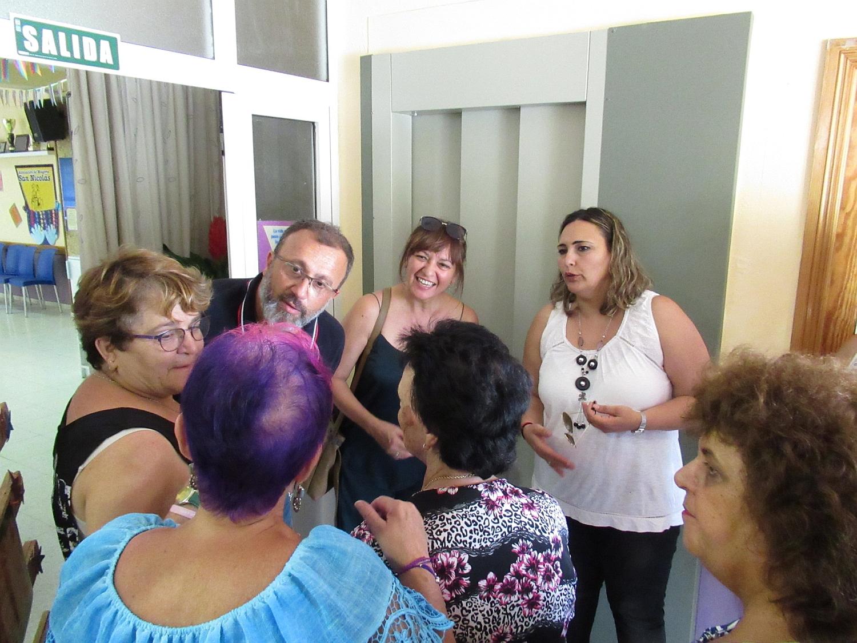 La instalación de un ascensor mejora la movilidad de los usuarios del Centro de Mayores de Sardina